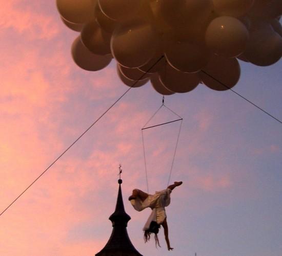 aerial balloon show